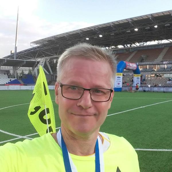 Hietsu on vannoutunut maratonhölkkääjä. Tässä kesän 2016 Helsinki City marathonilla viiden tunnin jäniksenä.